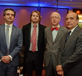 Embajador Robles Fraga, el Consejero Comercial Rafael Coloma  junto a dos representantes de Acciona