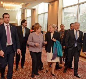 La Presidenta Michelle Bachelet  a su llegada a la clausura del III Foro Chile-UE