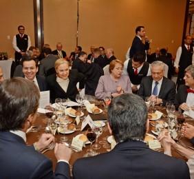Mesa presidencial almuerzo de clausura