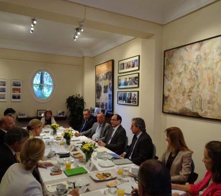 desayuno-embajador-paraguay-2