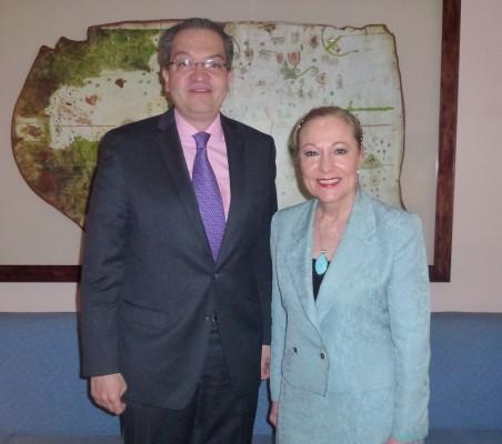 Fernando Carrillo, Benita Ferrero Waldner
