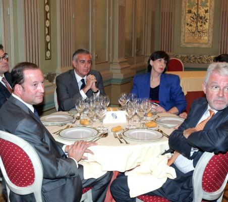 Almuerzo-coloquio con Víctor Moreno
