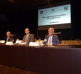 Antonio Camuñas, Tomás Poveda y Ángel Durández en la sesión de apertura