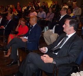 Luisa Peña, Jaime García-Legaz y Jorge Cachinero en la sesión