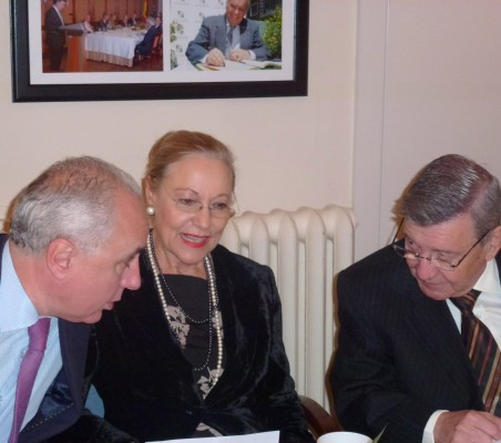 Pablo Gómez de Olea, Benita Ferrero-Waldner,  y Rafael Roncagliolo
