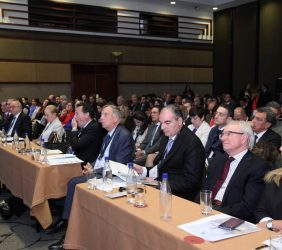 Carsten Moser, Aurelio Iragorri, Almerino Furlan y Trinidad Jiménez, en la sala