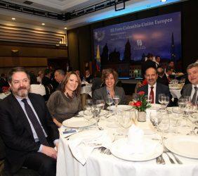 Bieto Rubido, Elisa Carbonell y  Diana María Espinosa, con otros invitados a la comida