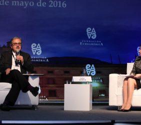 Gerardo Hernández Correa, Superintendente Financiero de Colombia y  Luisa García, Llorente&Cuenca