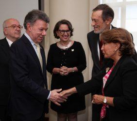 Presidente Juan Manuel Santos, Luisa Peña, Joaquín Almunia, Rebeca Grynspan, Emilio Cassinello,