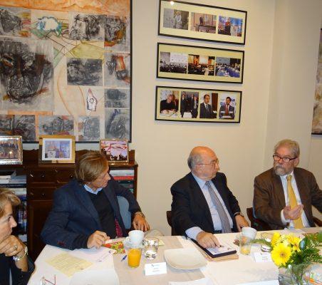 Luisa Peña, Adolfo Tamames, Joaquín Almunia y  Michael Reid