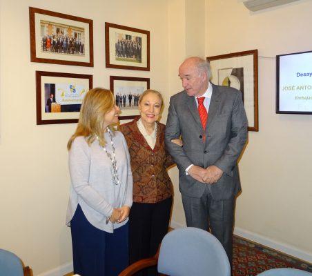 Trinidad Jiménez, Benita Ferrero-Waldner, y José Antonio García Belaunde
