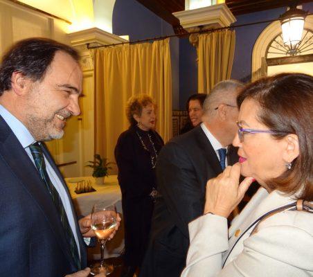 José María Gil Aizpuru, Director Comercial para Latinoamérica de Gas Natural, y Doris Osterlof, Embajadora de Costa Rica