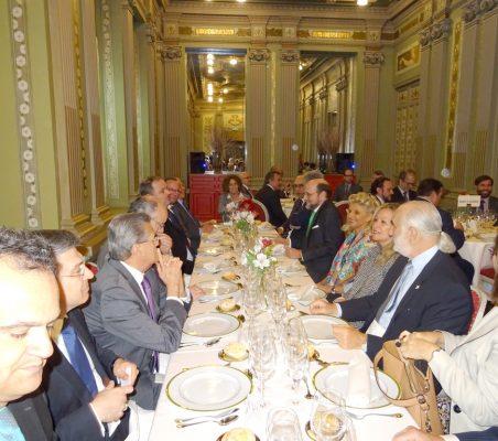Francisco Ribeiro de Menezes, Embajador de Portugal; Norman García Paz, Embajador de Honduras; José Miguel Fernández Sastrón; Isabel Tocino; Trinidad Jiménez, y Alberto Furmanski, Embajador de Colombia