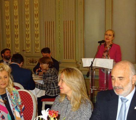 Isabel Tocino; Trinidad Jiménez, y Alberto Furmanski, Embajador de Colombia. Al fondo, Benita Ferrero-Waldner durante su intervención