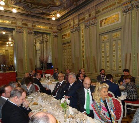 Anibal de Castro, Embajador de la República Dominica; Francisco Bustillo, Embajador de Uruguay; José Miguel Fernández Sastrón, Presidente de la SGAE; Isabel Tocino, y Trinidad Jiménez