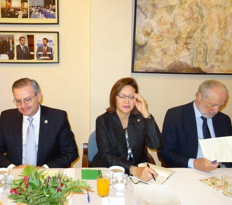 Manuel González Sanz, Ministro de Exteriores y Culto de Costa Rica, y Doris Osterlof, Embajadora de Costa Rica, y José Luis López-Schümmer, Chief Representation Officer del Grupo Daimler España