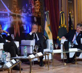 Carlos López Blanco de Telefónica, José Luis López Shümmer de Mercedes Benz moderados por Guillermo Stanley