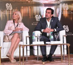 Juan M. Procaccini, Presidente de la Agencia Argentina de Inversiones y Comercio Internacional y la Embajadora de Italia en Argentina Teresa Castaldo
