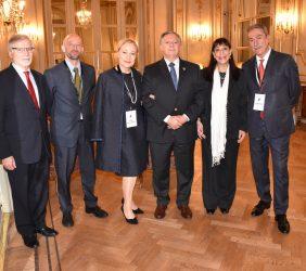 François Rudié, Benita Ferrero-Waldner , Ministro Aranguren y Sergio Aranda, con otros asistentes