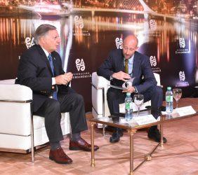 Ministro de Minas y Energía  Juan José Aranguren  y François Rudié