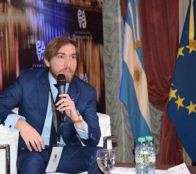 Carlos Loaiza, moderador de una sesión