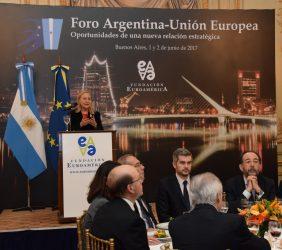Benita Ferrero-Waldner, Marcos Peña, Carlos López Blanco y otros invitados en el almuerzo de clausura