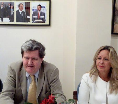 Juan Manuel Bonet, Director del Instituto Cervantes, y Trinidad Jiménez, Directora de Estrategia Gobal de Asuntos Públicos de Telefónica
