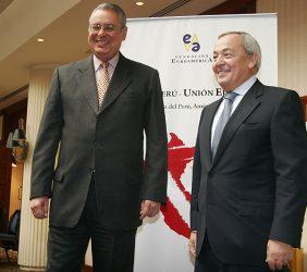 Allan Wagner, Ministro de Defensa del Perú, y Carlos Solchaga, Presidente de la Fundación Euroamérica y ex Ministro de Industria y Energía, y de Economía y Hacienda de España.