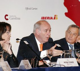 Rosa Conde, Directora de la Fundación Carolina, José García Belaúnde, Ministro de Relaciones Exteriores del Perú, y Carlos Solchaga, Presidente de la Fundación Euroamérica