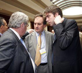 Rafael Fuentes, Agregado Comercial de la Embajada de España en Perú, junto con otros asistentes al Foro