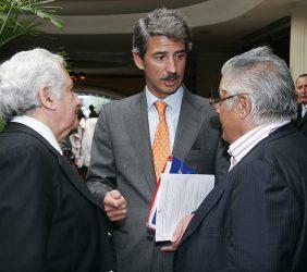 Max Hernández, Secretario General Técnico del Acuerdo Nacional, Perú; José Ignacio Salafranca, Copresidente de la Asamblea Parlamentaria Eurolatinoamericana, y Miguel Ángel Bastenier, El País, España