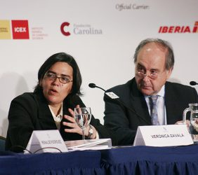 Verónica Zavala, Ministra de Transportes y Comunicaciones, Perú, y Miguel Vergara, Director de Comunicación y Relaciones Institucionales de AETIC, España