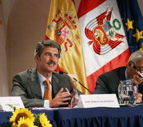 José Ignacio Salafranca, Europarlamentario, Copresidente de la Asamblea Parlamentaria Eurolatinoamericana, y Antonio Cardoso-Mota, Jefe de la Delegación de la Comisión Europea en el Perú