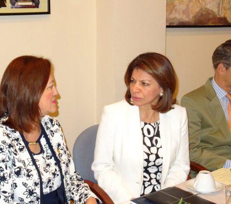 Doris Osterlof, Embajadora de Costa Rica; Laura Chinchilla, Ex presidenta de Costa Rica, y José Ignacio Salafranca, Eurodiputado