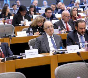 Carlos Rodríguez Cocina, Director de Regulación Europea de Telefónica; Guillermo Fernández de Soto, Director Corporativo para Europa de CAF, e Ignacio Corlazzoli, Representante del BID