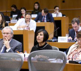 Cuerpo Diplomático latinoamericano. El embajador de Perú ante la Unión Europea, Gonzalo Gutiérrez Reinel [izquierda]