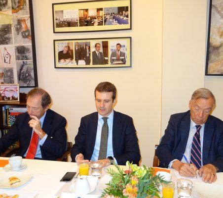 Borja Baselga, Director de la Fundación Banco Santander; Pablo Casado, Vicesecretario de Comunicación del PP, y Carsten Moser, Vicepresidente de la Fundación Euroamérica