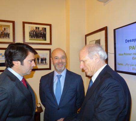 Rafael Hoyuela, Consultor de la Oficina en Europa de Alinazas Estratégicas del BID; Gonzalo de Castro, Ejecutivo Senior de CAF, y Carlos Malamud, Investigador principal de América Latina del Real Instituto Elcano