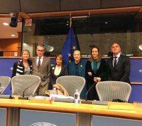 Europarlamentaria Rodríguez-Piñero, con los organizadores