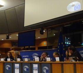 Ángel Corbí, CYTED; Paulo Speller, Secretario General de la OEI; el europarlamentario Ramón Jáuregui; Benita Ferrero-Waldner; Maria Cristina Russo, Directora de Cooperación Internacional de la DG Innovación e Investigación, y Pablo Bello, Director Ejecutivo de ASIET