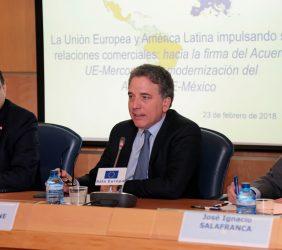 Antonio Rivas, Embajador de Paraguay, y Nicolás Dujovne, Ministro de Hacienda argentino