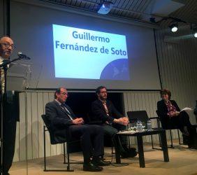 Guillermo Fernández de Soto, CAF [en atril].