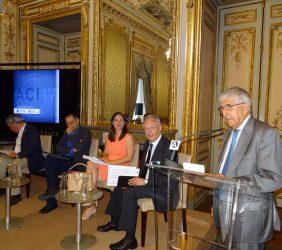 Fernando Labrada, introduce a la primera mesa redonda