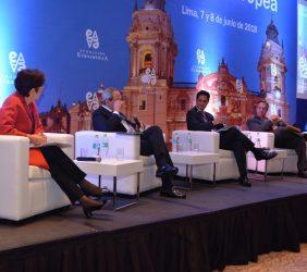 1ª jornada. Primera sesión: El Perú como destino de inversión. La innovación como mecanismo de inclusión financiera (Viviana Caro, José Manuel González-Páramo, Carlos H. Montoro, José Luis López-Martín y Luis Miguel Peña)