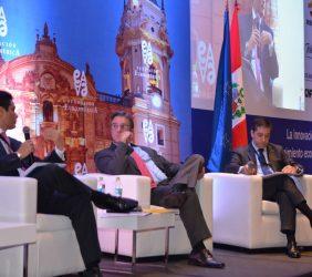 Carlos H. Montoro, Director General de Política Macroeconómica y Fiscal, Perú; José Luis López-Martín, Prosegur, y Luis Miguel Peña, socio Director General de Llorente&Cuenca Perú