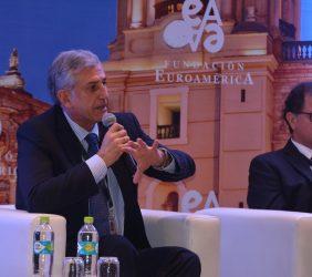José Manuel Gallego, Director Ejecutivo de Repsol Perú, y el ministro Italo Ísmodes
