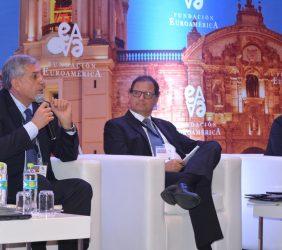 José Manuel Gallego, Director Ejecutivo de Repsol Perú, el ministro Italo Ísmodes, y Julio César Pardo Arias, Director de Operaciones de Gas Natural Fenosa Perú
