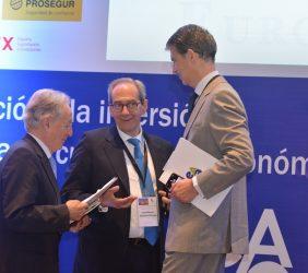 Ángel Durández, Vicepresidente de la Fundación Euroamérica: José Manuel González-Páramo, Consejero Ejecutivo de BBVA, y Eurodiputado José Ignacio Salafranca