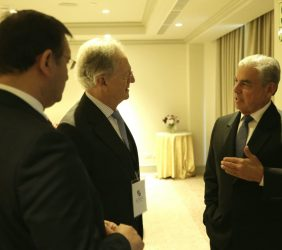 Ángel Durández, Vicepresidente de la Fundación Euroamérica, conversa con César Villanueva, Presidente del Consejo de Ministros