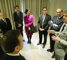 El eurodiputado José Ignacio Salafranca interviene en la reunión de invitados y ponentes